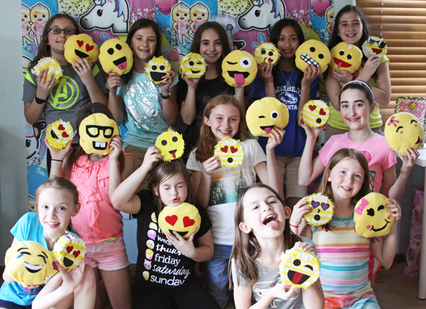 Emoji Themed Craft Birthday Party By Reneezwirek