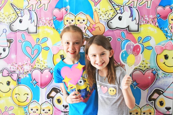 Emoji Themed Craft Birthday Party by @reneezwirek